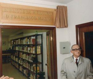 F. Mayán, na biblioteca de Cee que leva o seu nome